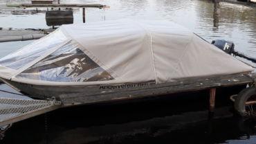 Vereinsboot in der Dove-Elbe